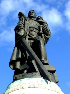 Bild zeigt sowjetisches Ehrenmal in Treptow